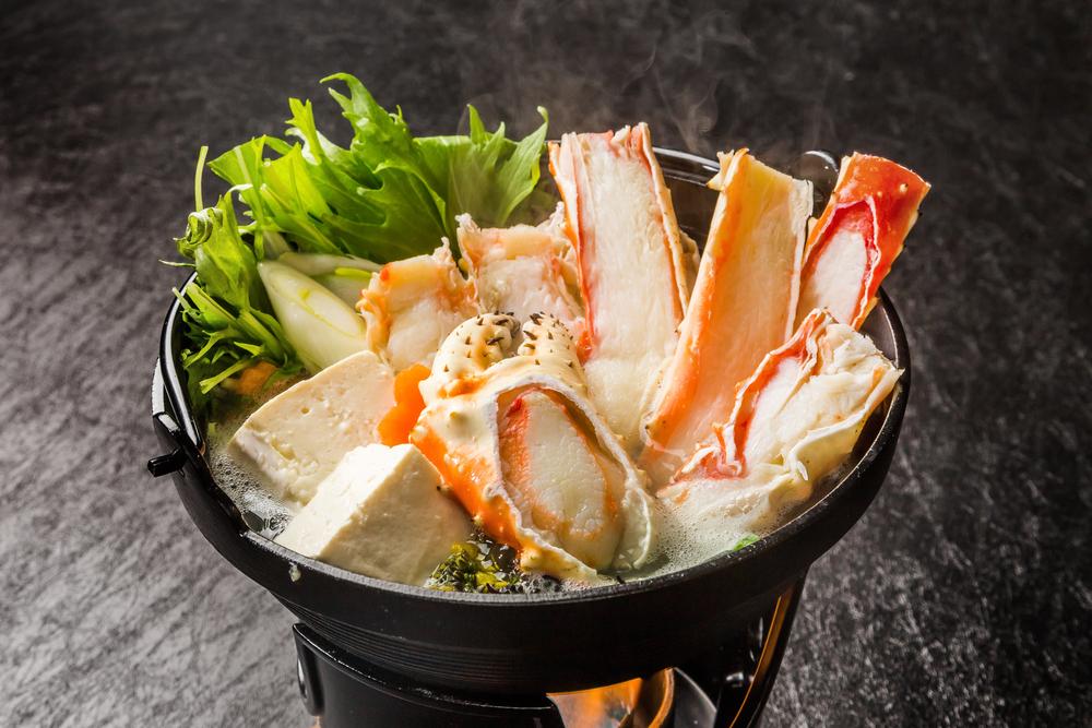 タラバカニはカニ鍋で!最後が、シメの汁。 旨味の凝縮された汁はご飯と卵でカニ雑炊でいただきましょう。間違いなく絶品です!