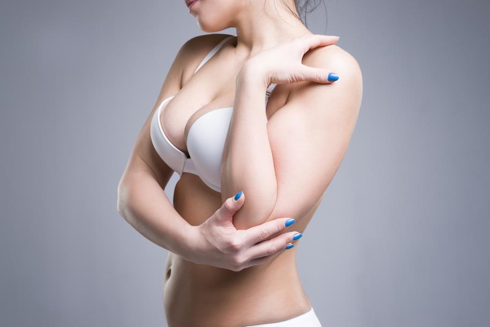 必ずサイズアップすると言われる肩甲骨を伸ばすストレッチがバストアップには効果的