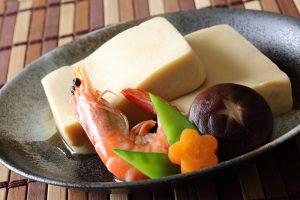 高野豆腐がおいしい。子供の頃は苦手だった高野豆腐を少しでもカロリーを減らしたくて使い始めました。