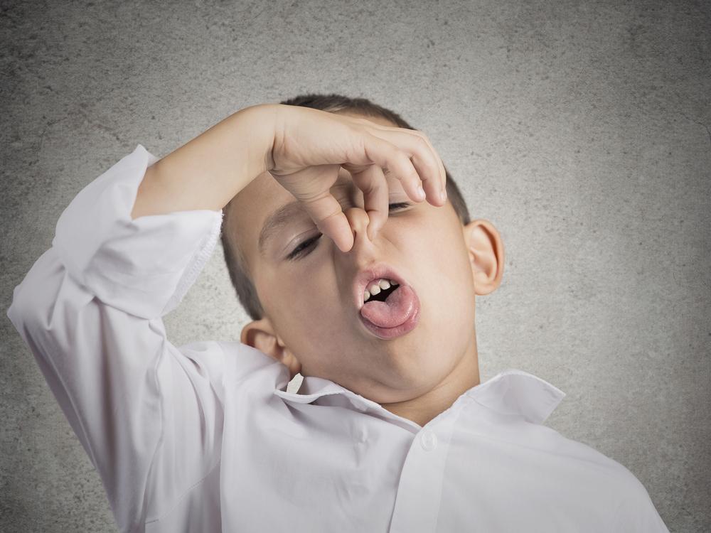 朝起きると口が臭い…。その原因は?白いカスのような「舌苔(ぜったい)」かも!身の毛もよだつほどの、クッサイ臭いは自分だけではなく、他の人をも不快にさせてしまうものです。舌磨きで解決!