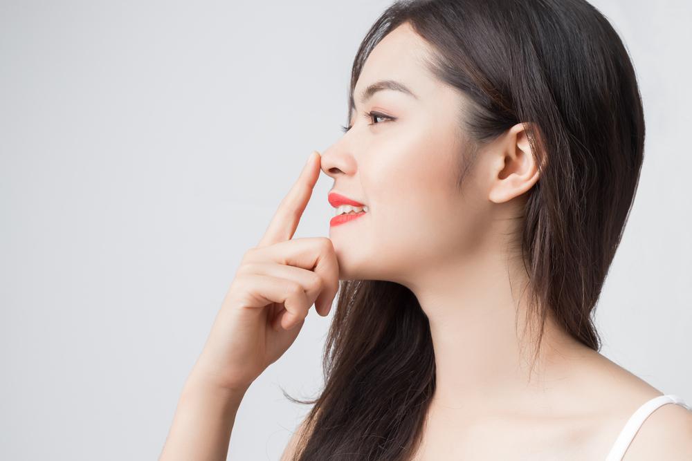 イチゴ鼻の治し方・改善!オロナインで毛穴の汚れを取り除く!オロナインは毛穴を広げて毛穴の汚れを出してくれますので本当に効果的