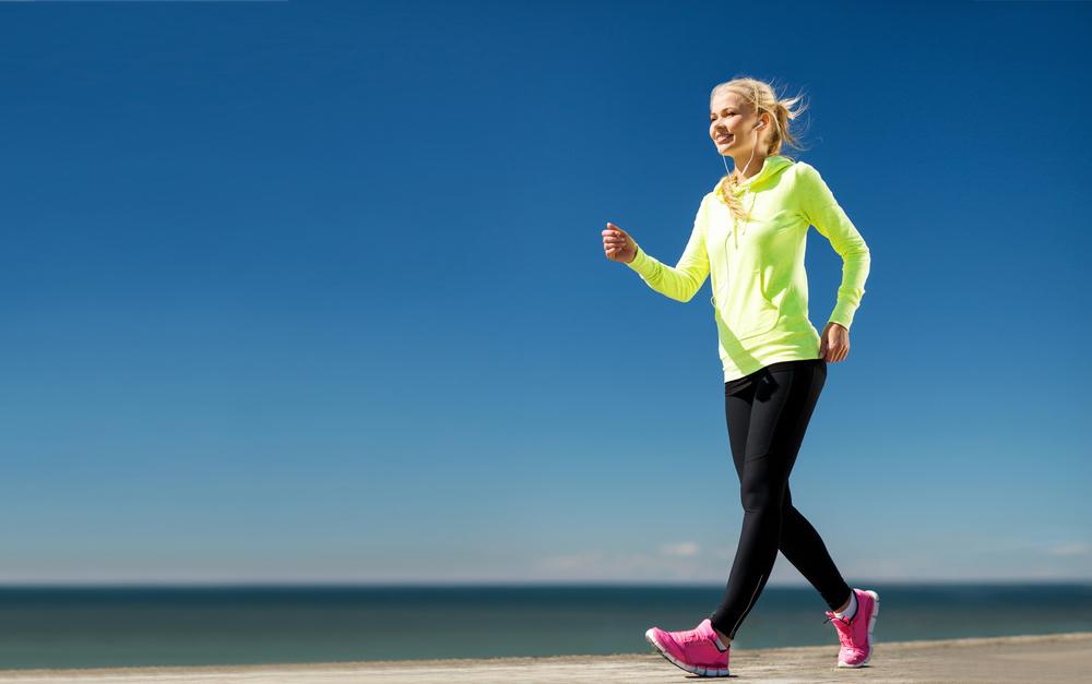 ウォーキングの服装は上下ジャージでウォークマンは必須です。そしてこの商品はランニングの衝撃から足を守る!土踏まずのアーチを補助して体重を支え足にかかる負担と疲労をしっかり軽減します。