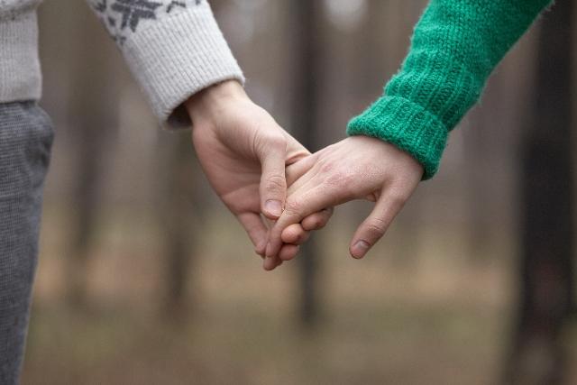 目があった瞬間、お互いに恋に落ちてしまい…、なんていう飾らない恋愛が理想的です。