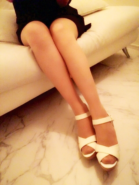 女性で足が臭い原因は?あなたは「もわっ」とする足が臭い人をどう思いますか?コメント投稿をしてみて下さい!