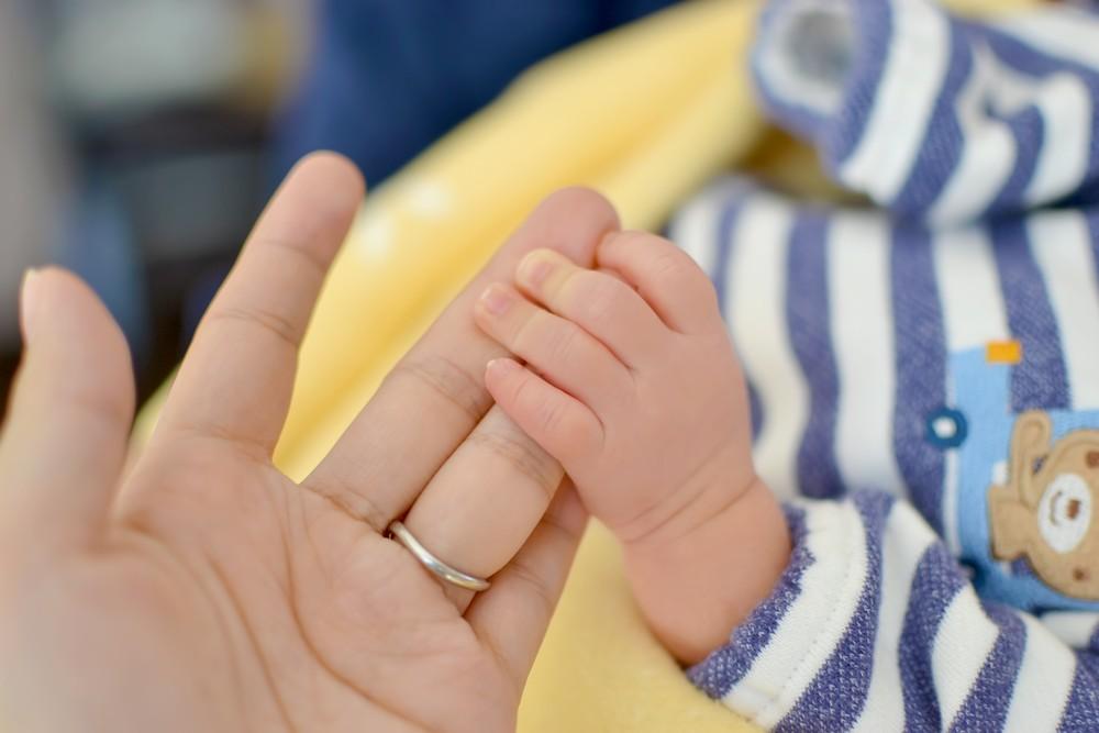 出産後の母親の約13%が発症する産後うつ病の実態とは