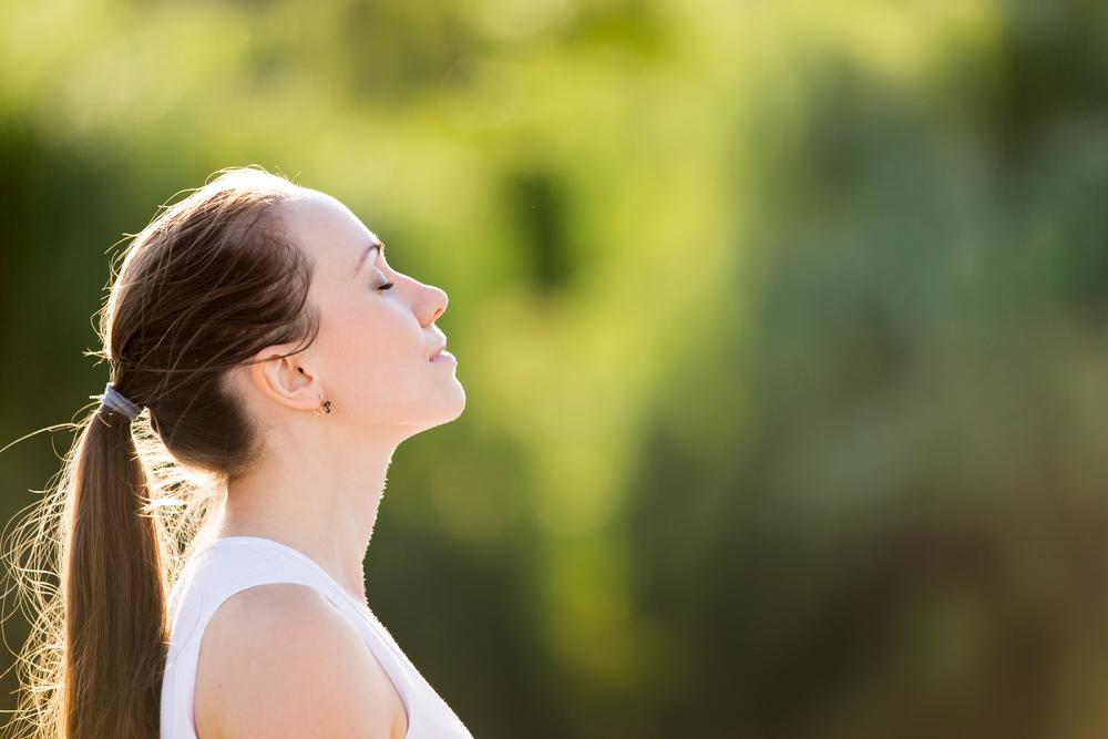 いびきの原因は口呼吸にあった?!鼻呼吸でいびきを改善しよう