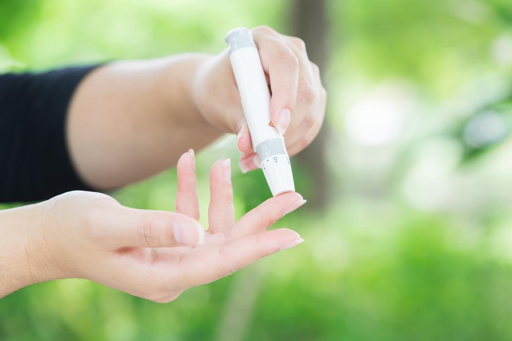 【無料】血糖値測定器本体(全米ベスト3の精度)を差し上げます。血糖値を毎日正確に測ると言う事は、糖尿病患者にとっても、病気の予後を左右する大切な自己管理の基本になります。