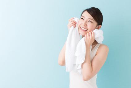 大人になってから汗の臭いが強くなった…ワキガになった…という方の多くはホルモンバランスの崩れによってアポクリン腺が活性化することで体臭が強くなります。