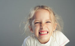 歯ぎしりにはいびきとの深い関係性があった!両方を改善する策とは