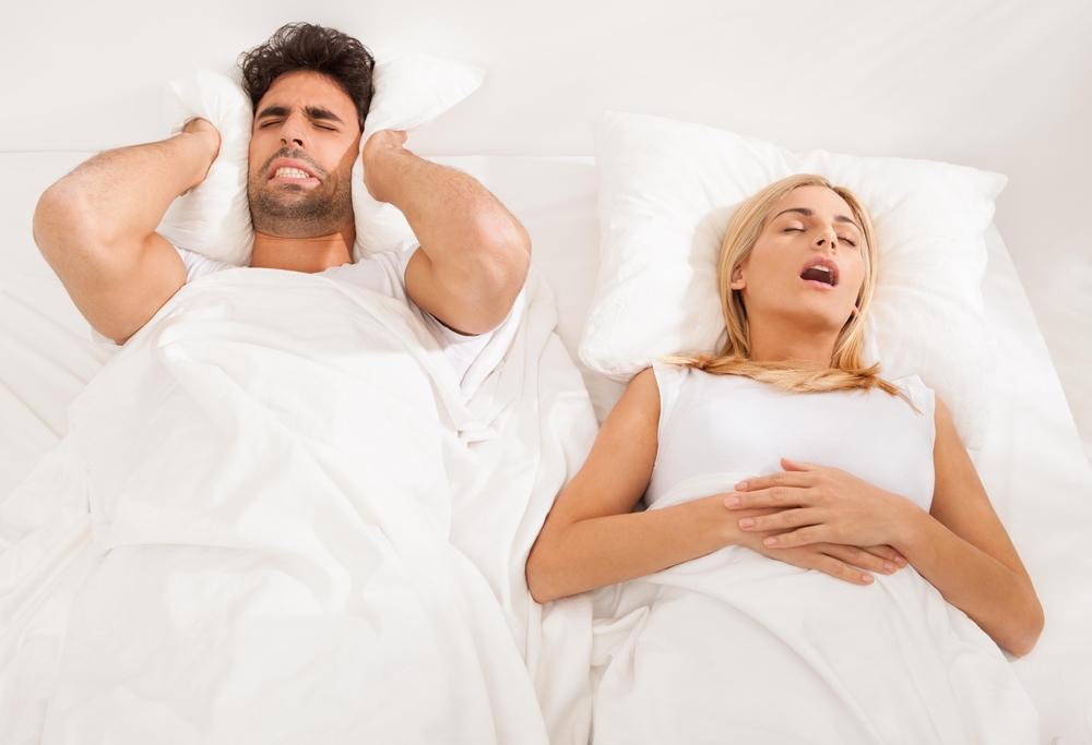いびきをかく女性が増えている現代。その原因は社会進出?いびきの改善は原因を見極めることからはじめよう