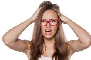頭皮にカビ(真菌)が発生すると?頭皮の臭い、フケ、かゆみ、脂漏性皮膚炎、しらくも(頭皮白癬)などの問題に繋がる