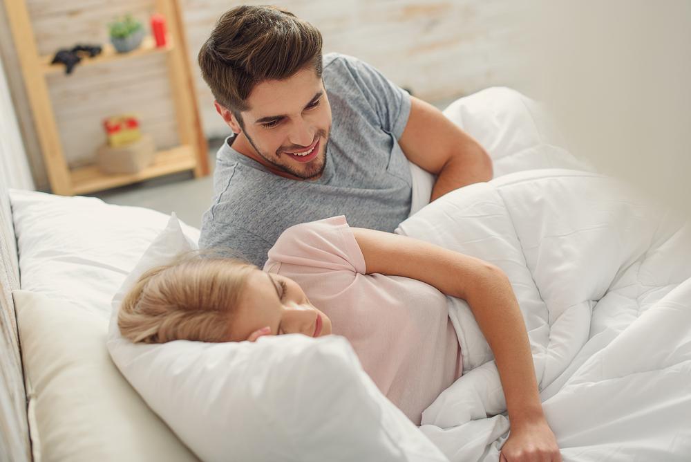 笑っていられない寝言! いびきとの関係性も?改善するにはチェックすることから始めよう