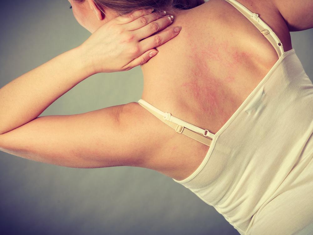 加齢臭は女性の方が強いの?香水やサプリも臭い消しに人気の理由とは