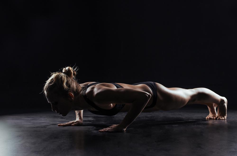 筋トレダイエットを毎日行い体重自体は2キロほどしか痩せることしかできませんでしたが、体は引き締まり、強靭な体を作り上げることができました。