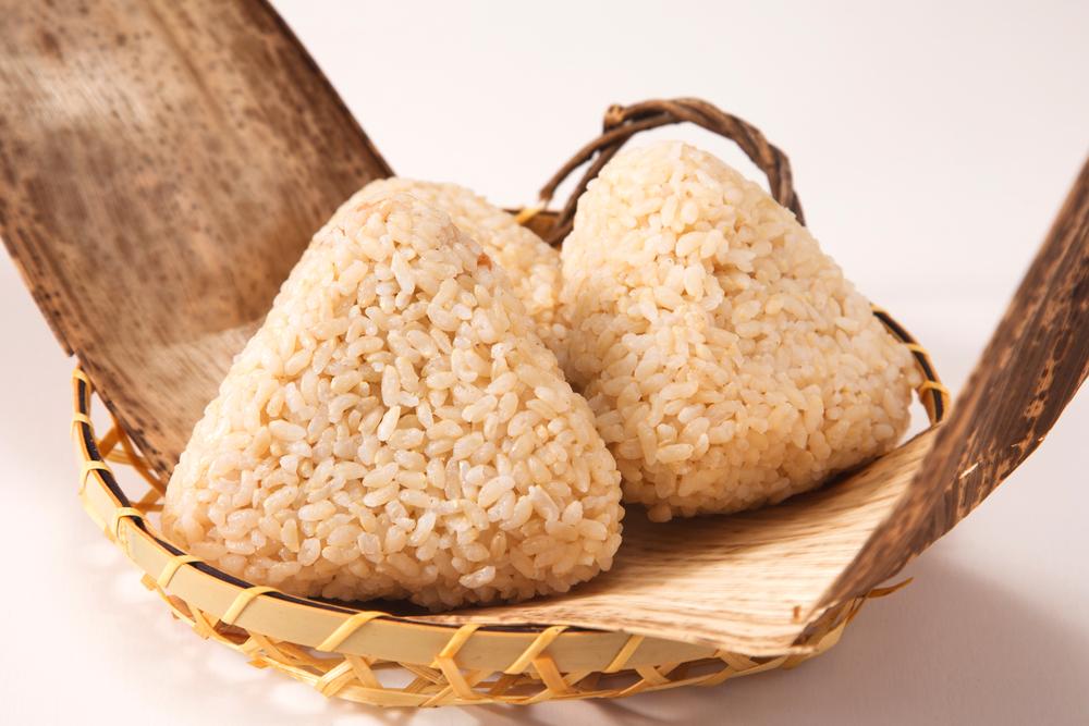 コンビニに玄米おにぎりが少ない理由とは?